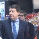 D. Ignacio González visita la franquicia Simply City Alcalá